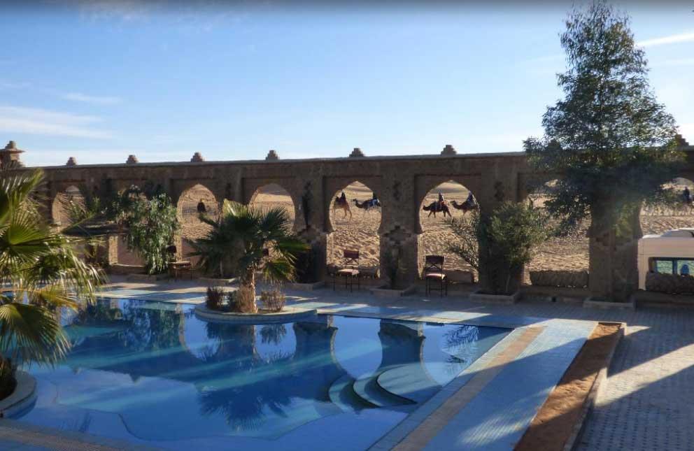 Hotel Riad con piscina en Desierto Erg Chebbi