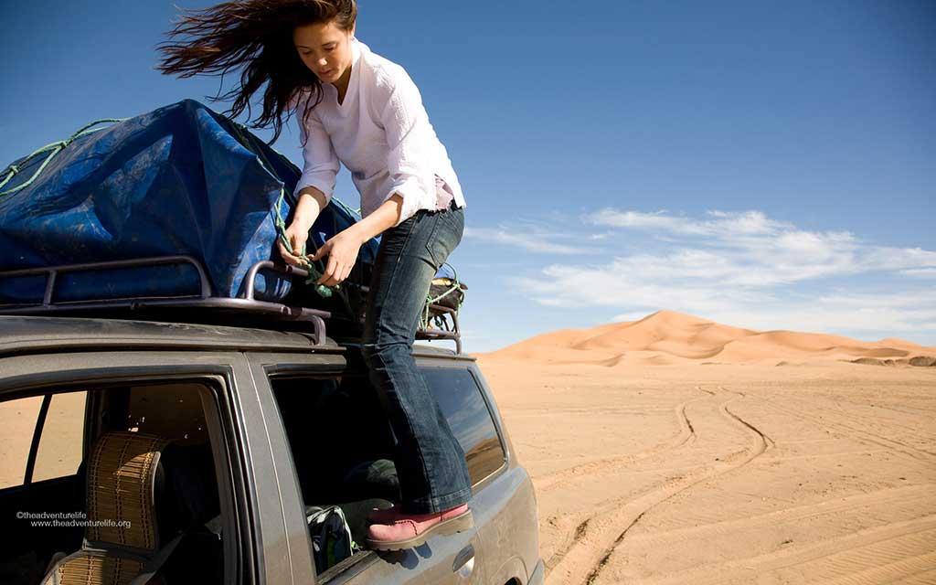 consejos-para-viajar-por-marruecos-yoga-en-el-desierto