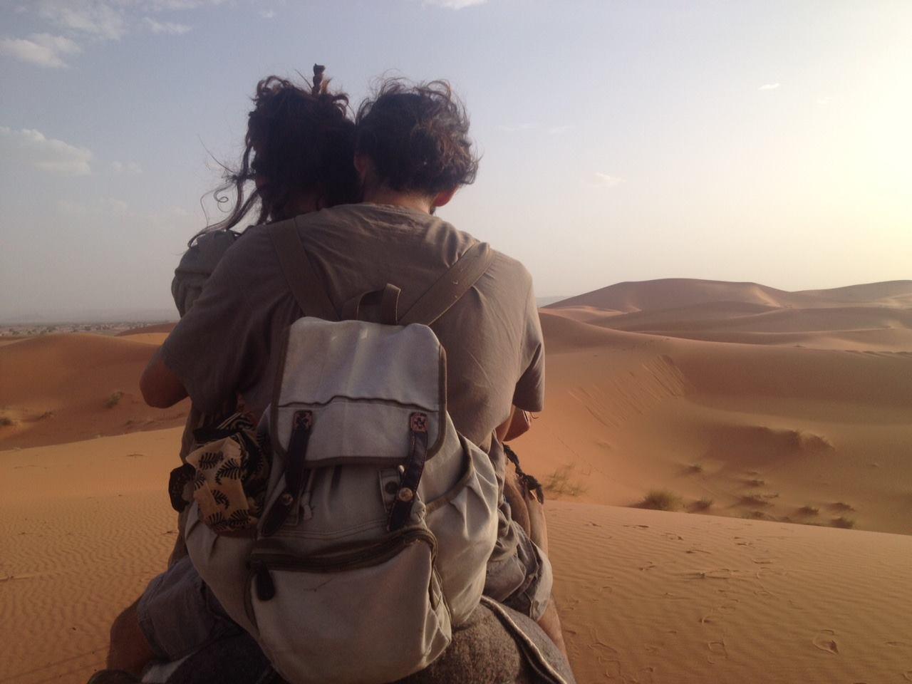 viaje-yoga-desierto-parejas