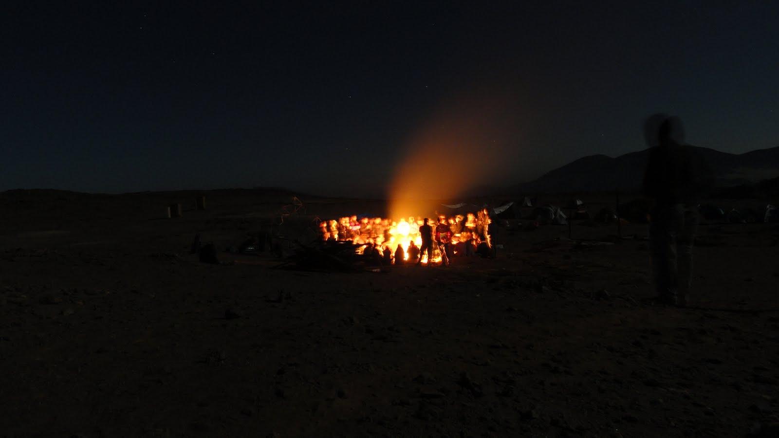 fogata-en-el-desierto-yoga