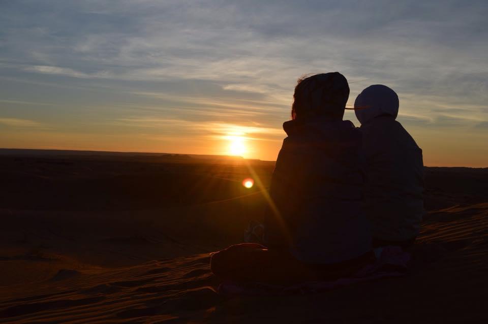 puesta-sol-desierto-atardecer-yoga