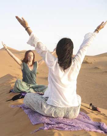 yoga-meditacion-en-el-desierto
