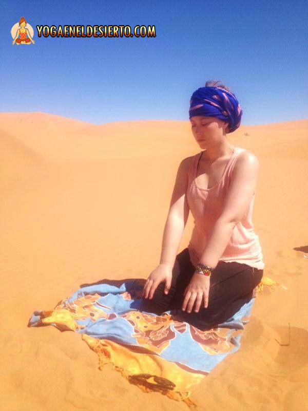 yoga-desierto-meditacion