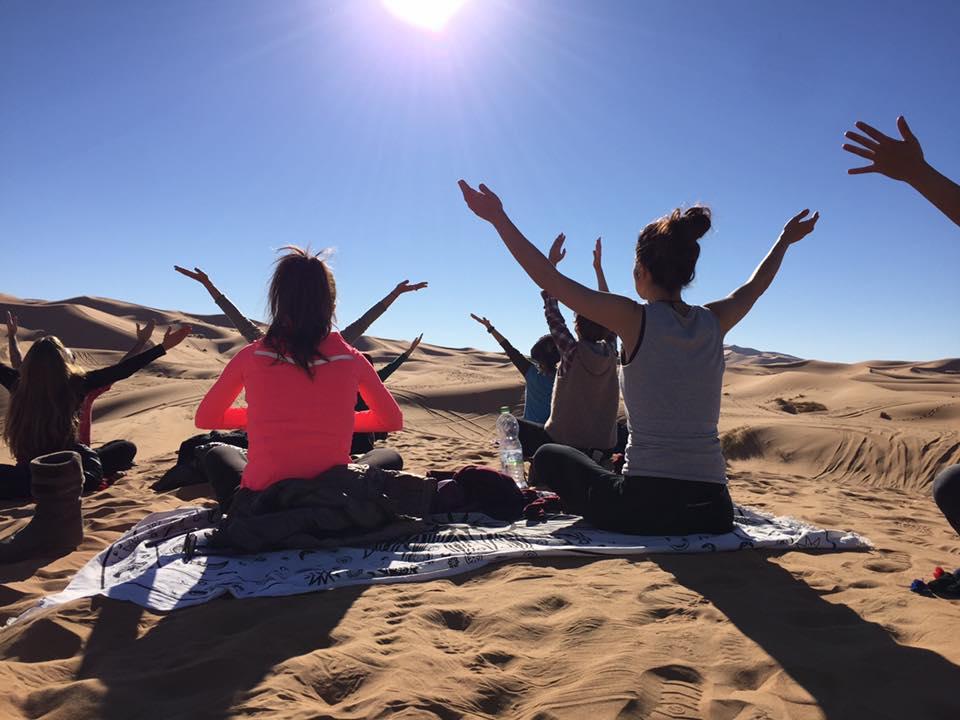 yoga-desierto-fin-ano-nuevo_04