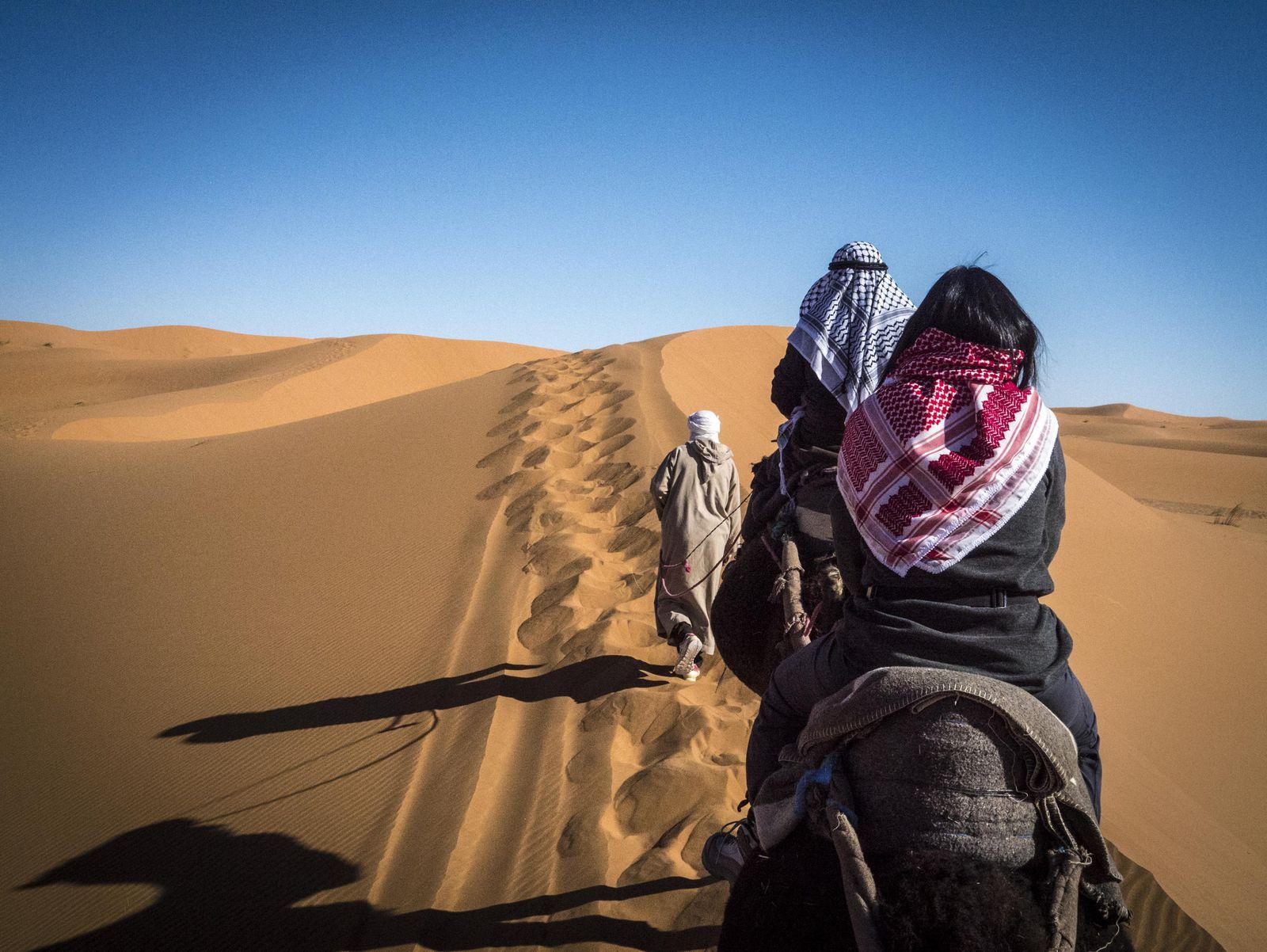vacaciones-yoga-desierto