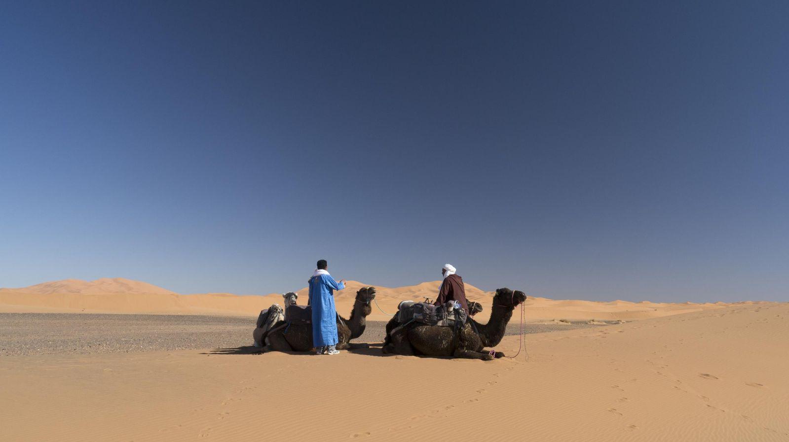 yoga-desierto-marruecos-vacaciones