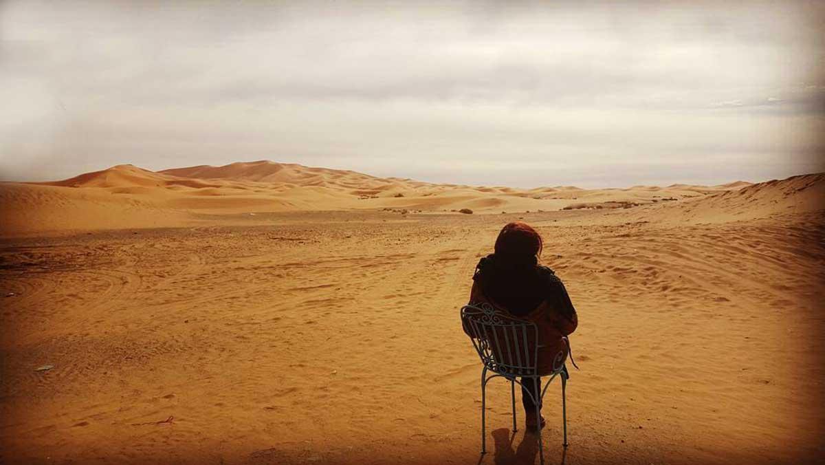 yoga-en-el-desierto-marruecos